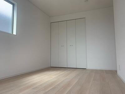 2号棟洋室8帖(寝室)
