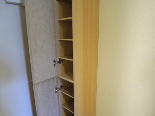 シューズボックスは高さがあり靴がたくさん入るので玄関もスッキリします!