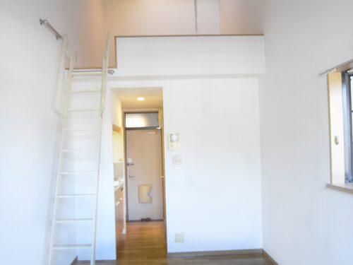 ロフトも高く開放感のあるお部屋となっています♪