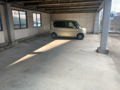駐車場は3台空きが有ります。